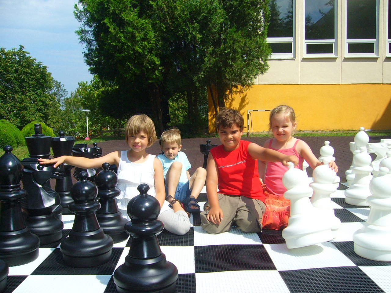 14. Happy Kids Chess Pictures 2010 004